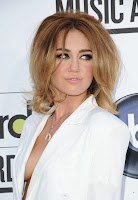 Miley Cyrus Cleavage Show at the Billboard Music Awards 2012