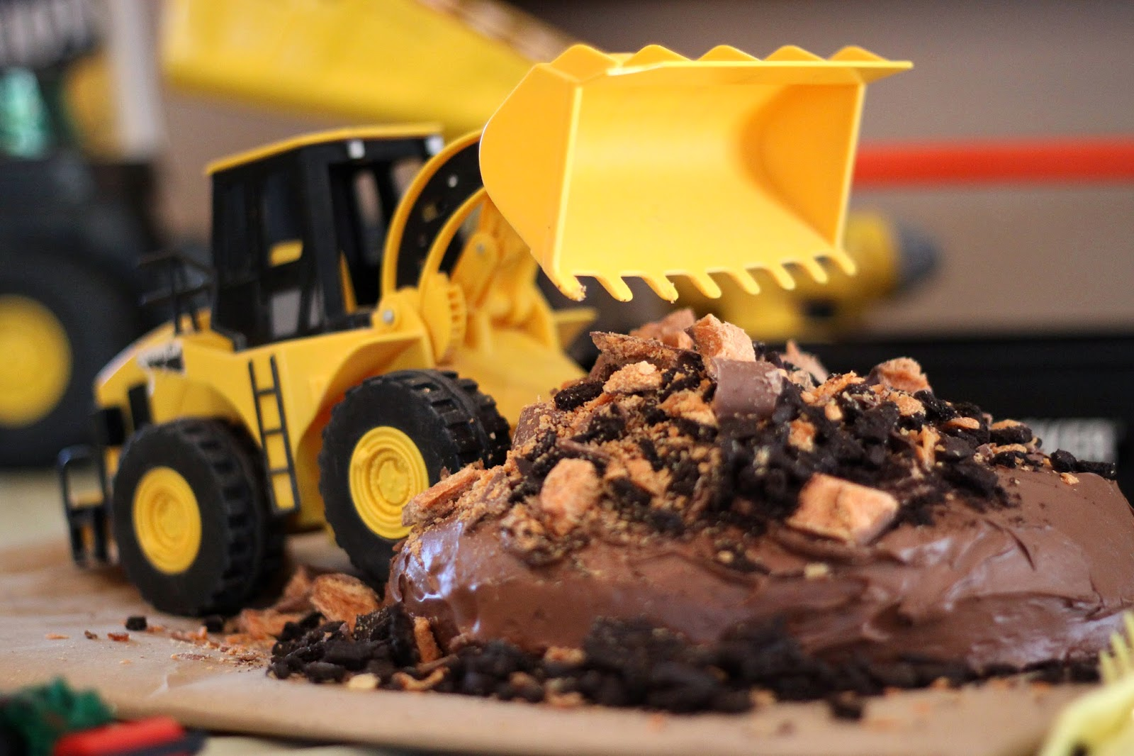 How to host a construction themed birthday party