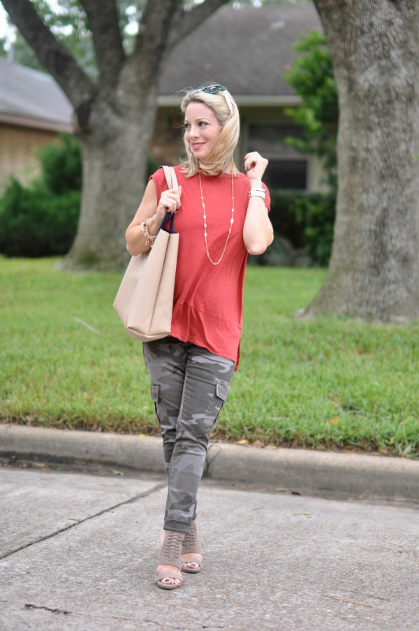 Fall/Winter fashion - Free People Solid Muscle Tee & reversible tote with camo pants | Tory Burch sunglasses