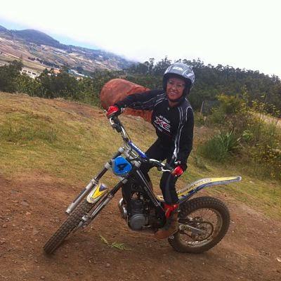 Pepa haciendo Trial con una Sherco en Tenerife