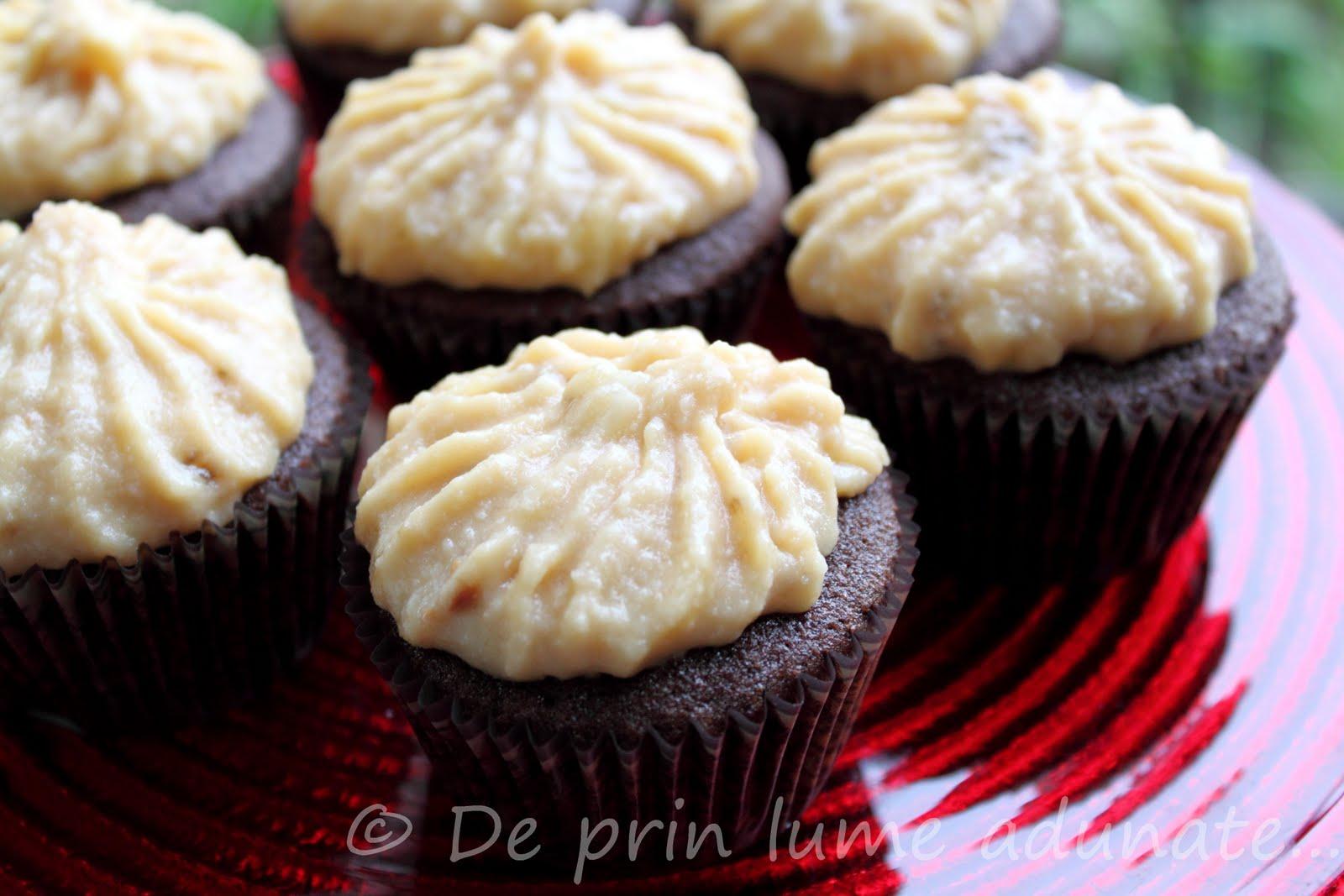 de banana si dulce de leche/ Chocolate cupcakes with banana and dulce ...