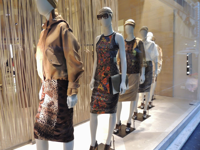 Female shop window mannequins in luxury fashion store, Via Condotti