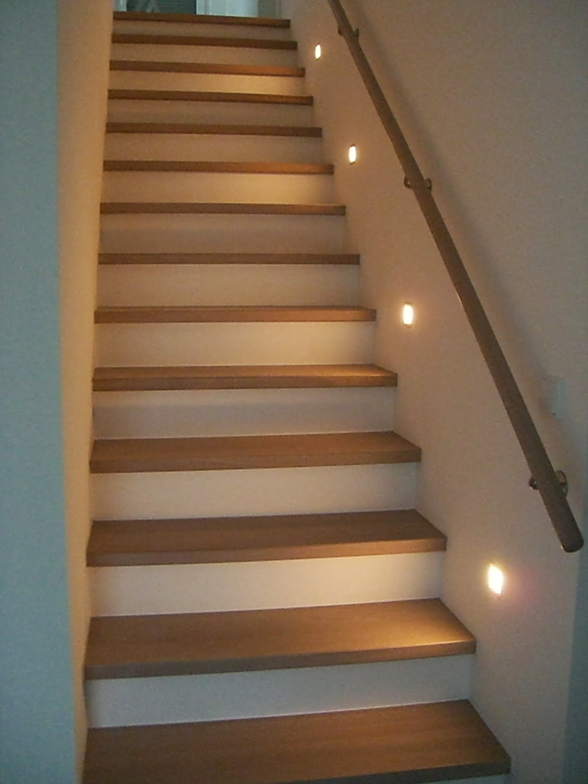 baubericht dachstrift treppe fertig gestellt. Black Bedroom Furniture Sets. Home Design Ideas