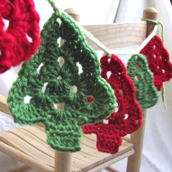 Christmas Crochet Patterns : Christmas Tree Crochet Garland by Etsy seller ThePraireCottage