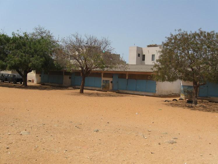 Salle de classe et la cours de l'école El Hadji Souleymane Wade