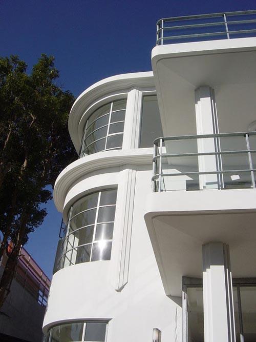 Art deco style house home garden healthy design for Interior and exterior building design