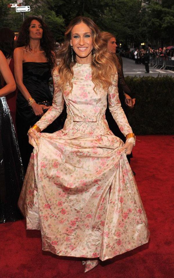 Latest Fashion Dress For You: Sarah Jessica Parker wear Valentino ...