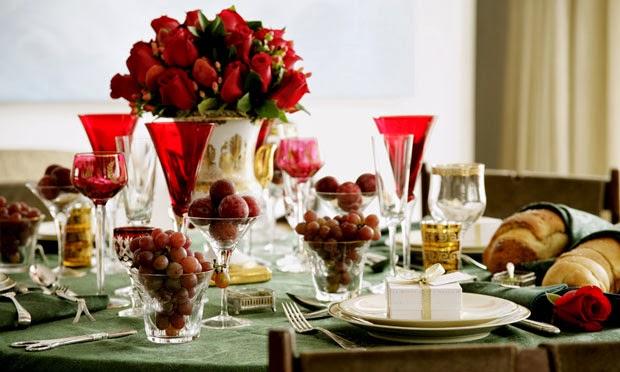 decoracao arvore de natal vermelho e dourado:Dicas para composição da Mesa de Natal [Revista Biografia]