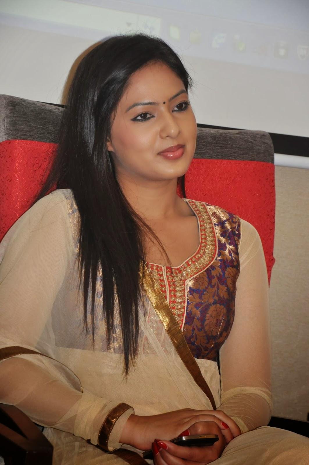 Nikeesha patel photos in salwar kameez at vgn navratri festival press meet