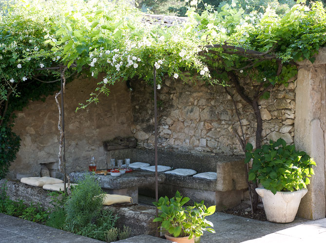 Estilo rustico patios rusticos y despojados ii for Decoracion de patios rusticos
