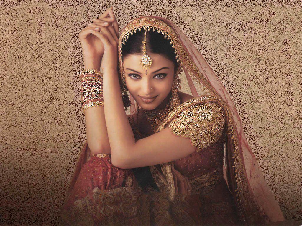 http://1.bp.blogspot.com/-HbGT2CAy00o/UEdBOw7NaiI/AAAAAAAABkA/gPZIYT8WzSE/s1600/Aishwarya+Rai+Wallpapers+-+1.jpg