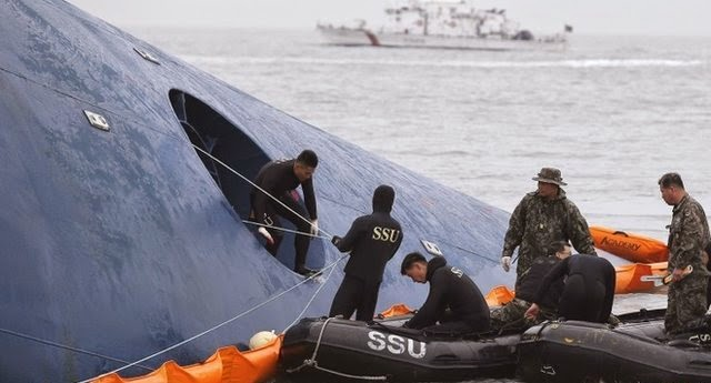 Breaking News Of South Korea Ferry Sinking Collapsed into Ocean