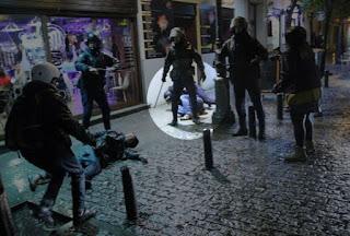 Periodista español podría pasar seis años en prisión por cubrir una manifestación en Madrid