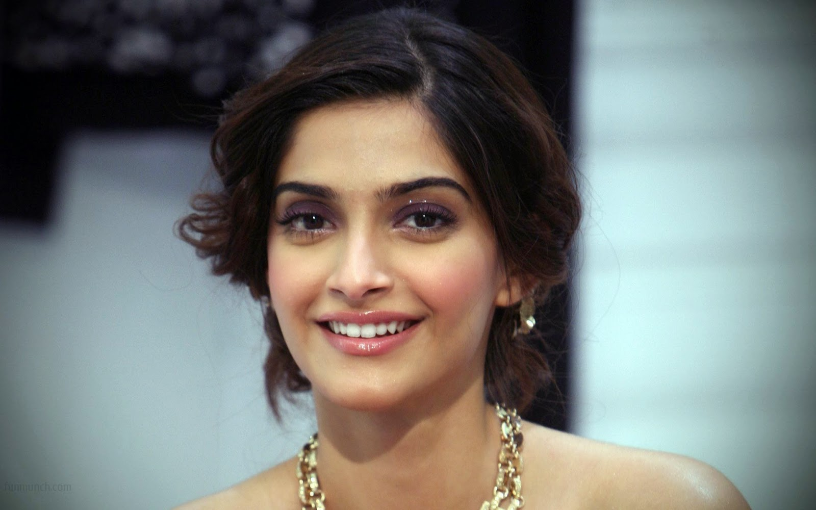Hot Sonam Kapoor