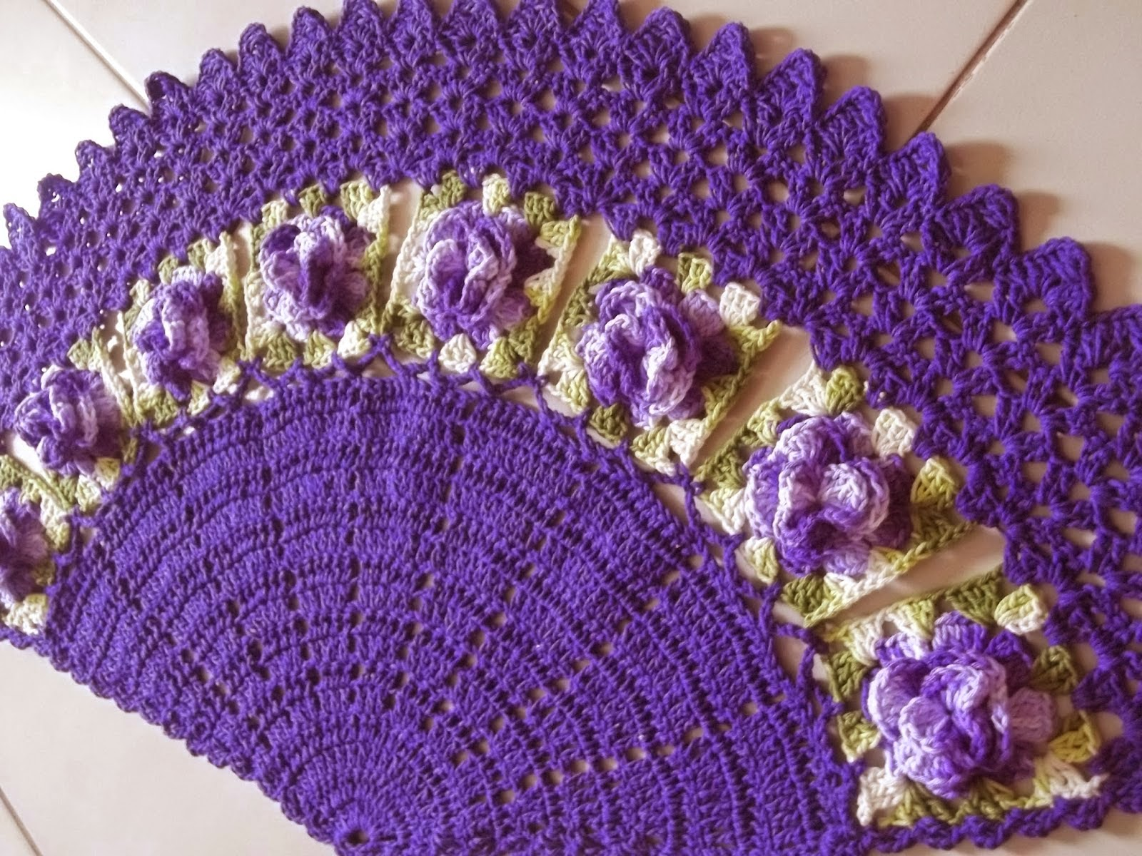 Jogo de banheiro on pinterest crochet rugs toilet seat for Tapetes de crochet
