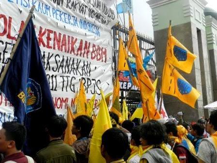 Mahasiswa Islam Seluruh Indonesia Tolak Kenaikan BBM ala Jokowi