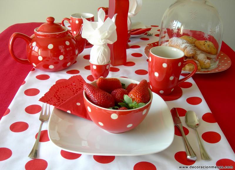 Decoracion de mesas mesa desayuno con lunares for Mesa desayuno