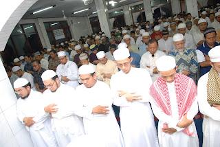 Shalat Tarawihnya 1 Juz Al-Qur'an