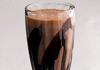 Milk shake de banana e chocolate