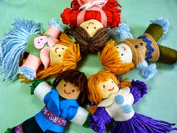 bonequinhas feitas de lã