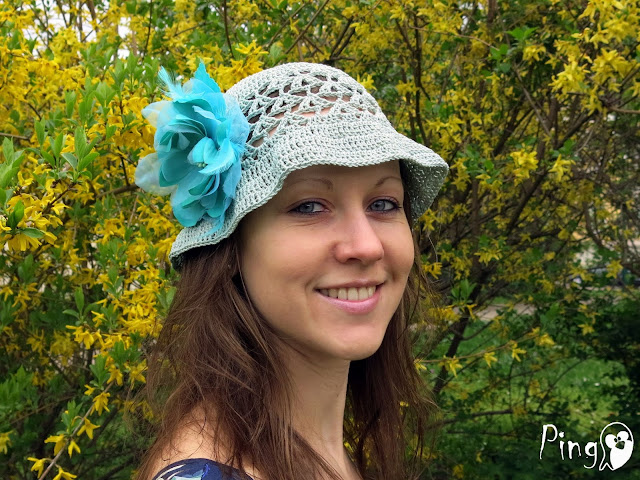 Summer hat crochet pattern by Pingo - The Pink Penguin
