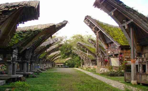 Tongkonan - Tempat wisata di toraja