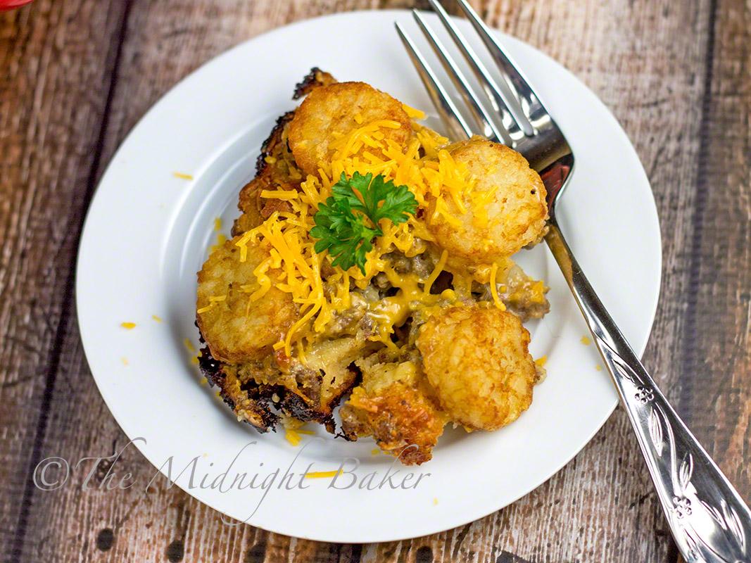 Cheeseburger & Fries Casserole   bakeatmidnite.com   #casseroles #cheeseburger #groundbeef
