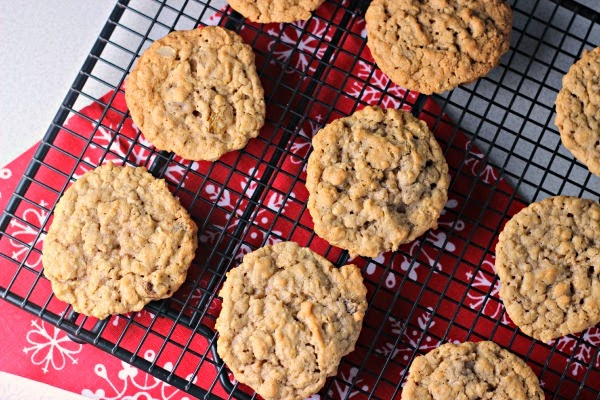 Spiced Oatmeal Raisin Cookies   a twist on the classic cookie!
