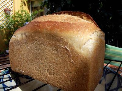 Pan de leche con masa madre en molde