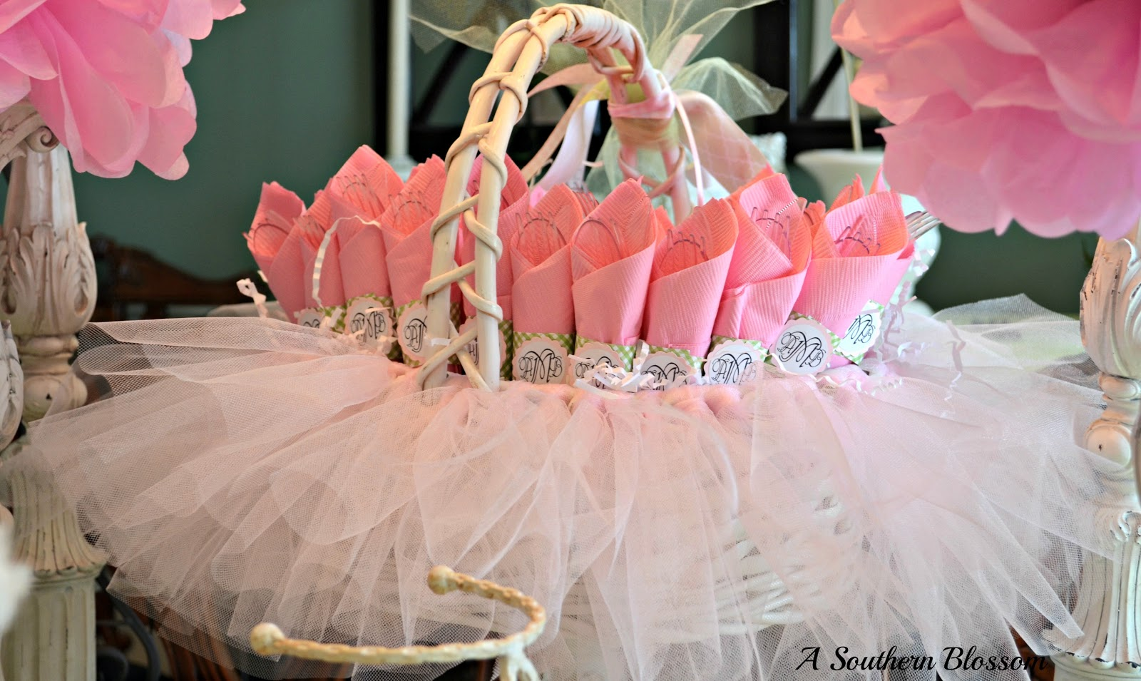 A southern blossom a baby shower for Baby shower tulle decoration ideas