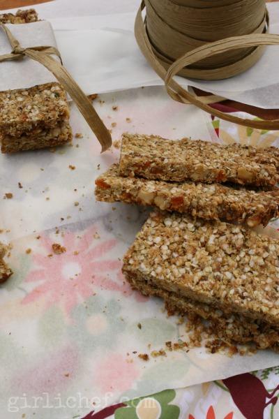 Quinoa-Flax-Hemp Granola Bars w/ Walnuts & Apricots | www.girlichef.com