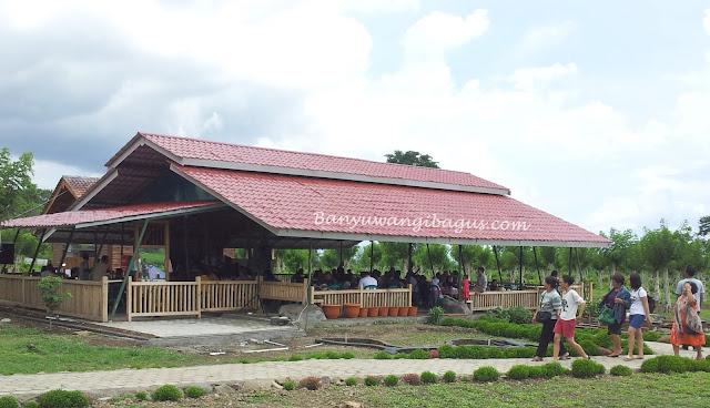 Warung Sidodadi di Waduk Sidodadi Glenmore, Banyuwangi.