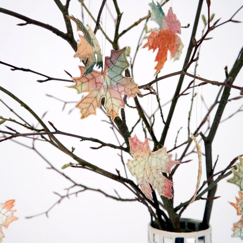 Autumn lights picture autumn leaves for decoration for Autumn leaf decoration