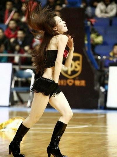 Vũ điệu sexy của chân dài châu á