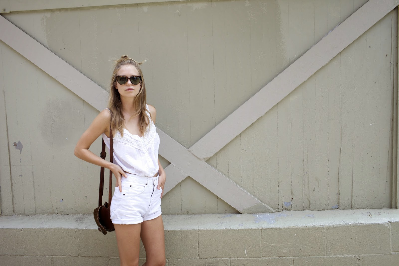 all white blogger look street style