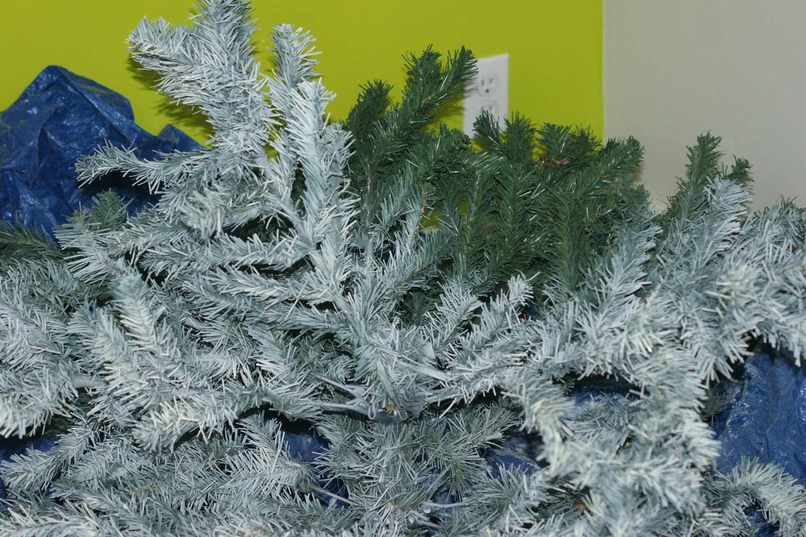 Quirky Artist Loft: How to Paint a Christmas Tree from Green to White