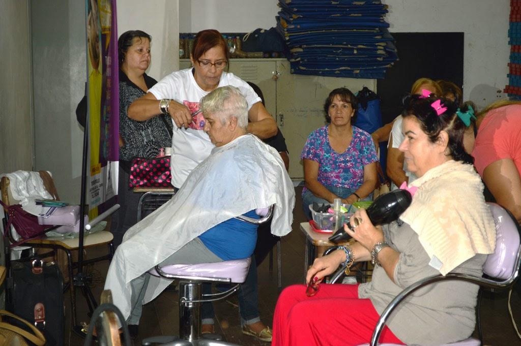 Secretaria da Mulher realiza oficina de beleza para as alunas do grupo de Dança Sênior