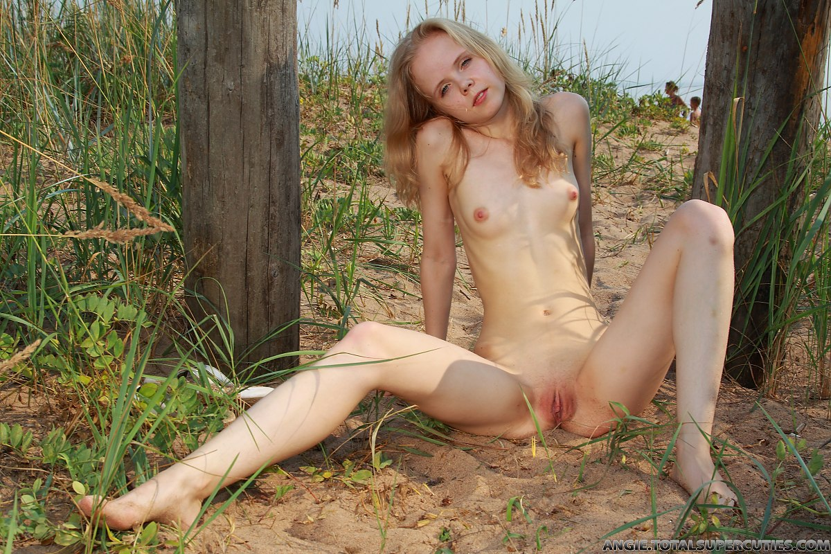 outdoor nude luyoung