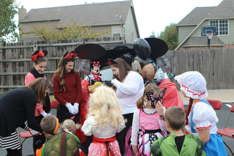 Trunk or Treat Idea Mickey Mouse