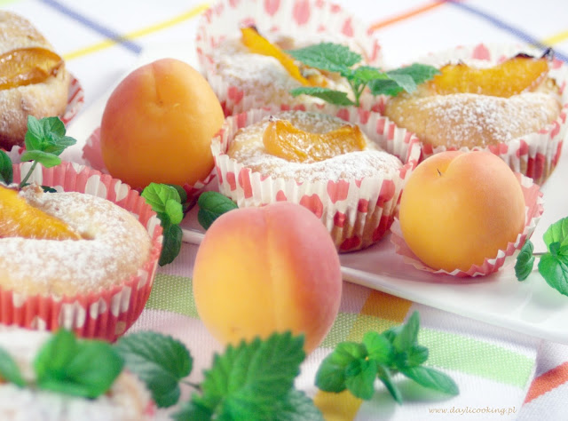 jogurtowe, kefirowe babeczki z morelami