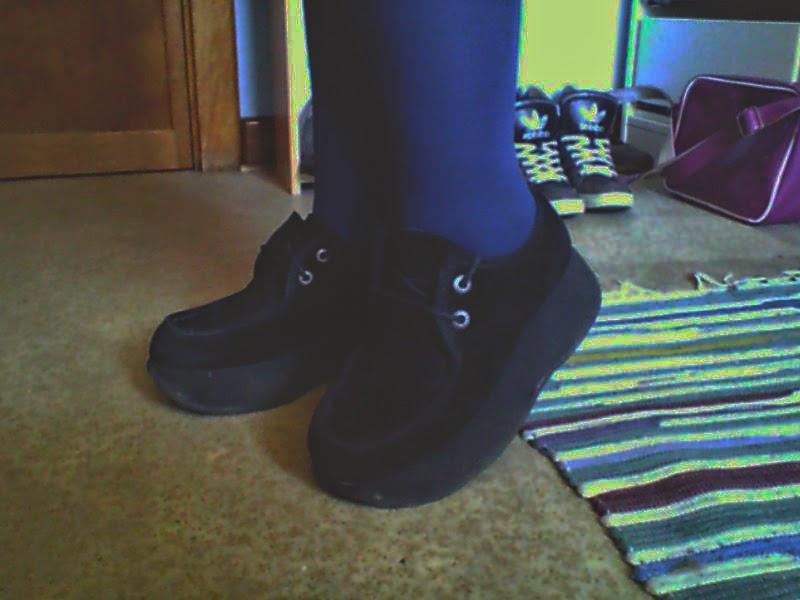 chaussuretenue.jpg