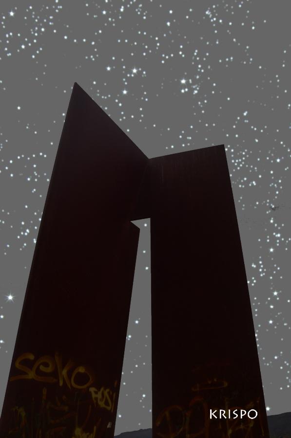 escultura de sancho III bajo las estrellas en hondarribia