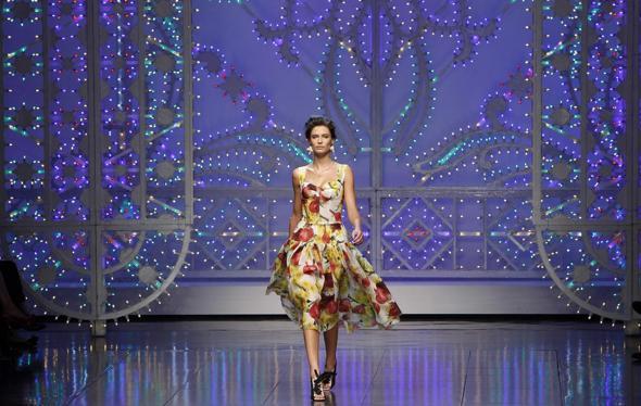 Siamo alla frutta anche con la moda  Domenico Dolce e Stefano Gabbana sono  convinti del contrario e per la loro collezione della prossima estate in ... 6fddc451811