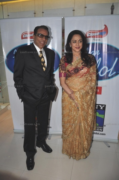 Hema Malini, Dharmendra on Indian Idol 6 Set