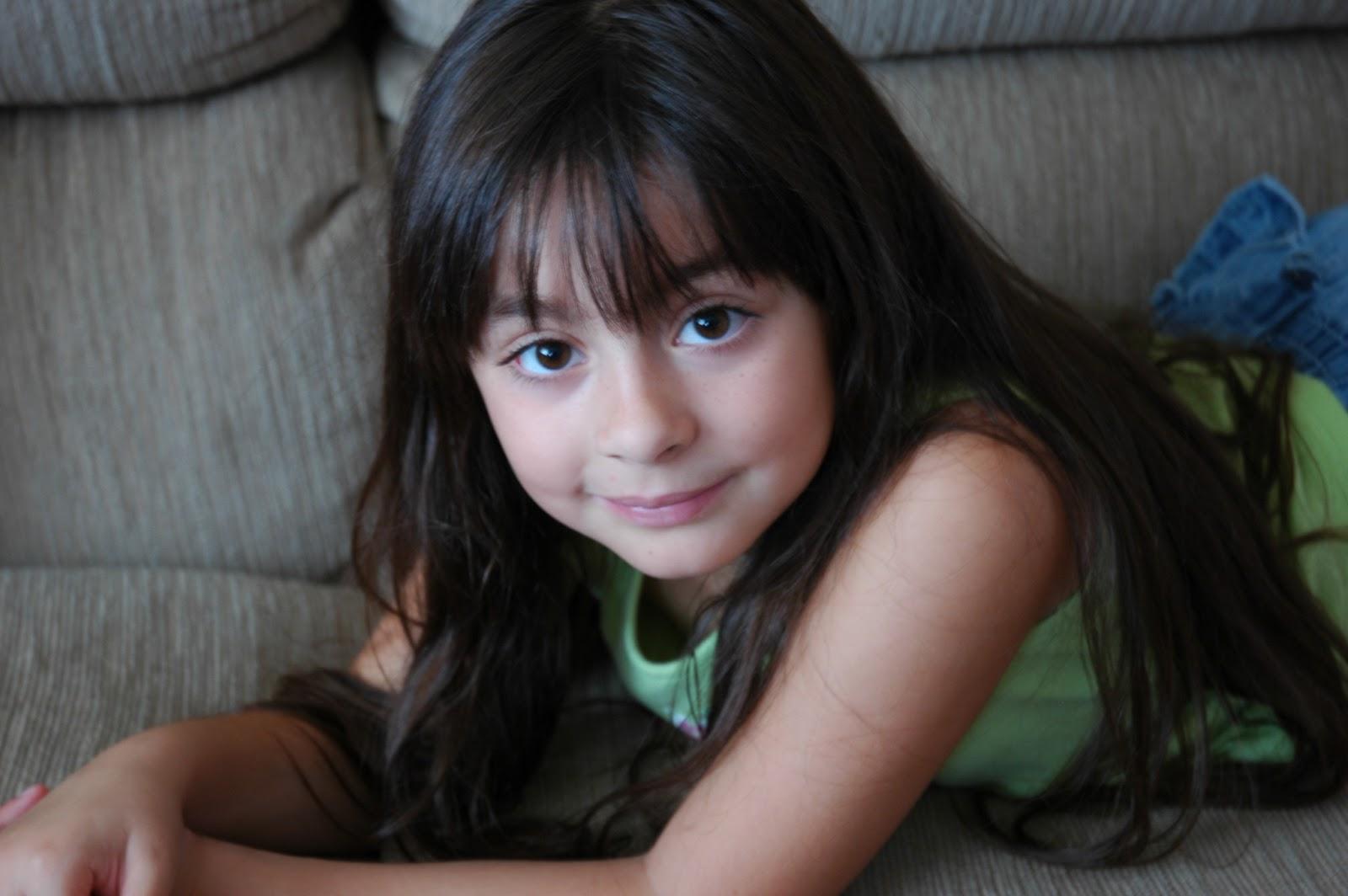 Фото как сосут маленькие девочки 25 фотография