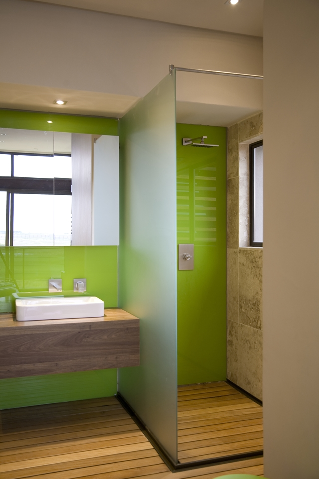 Green wall in small modern bathroom