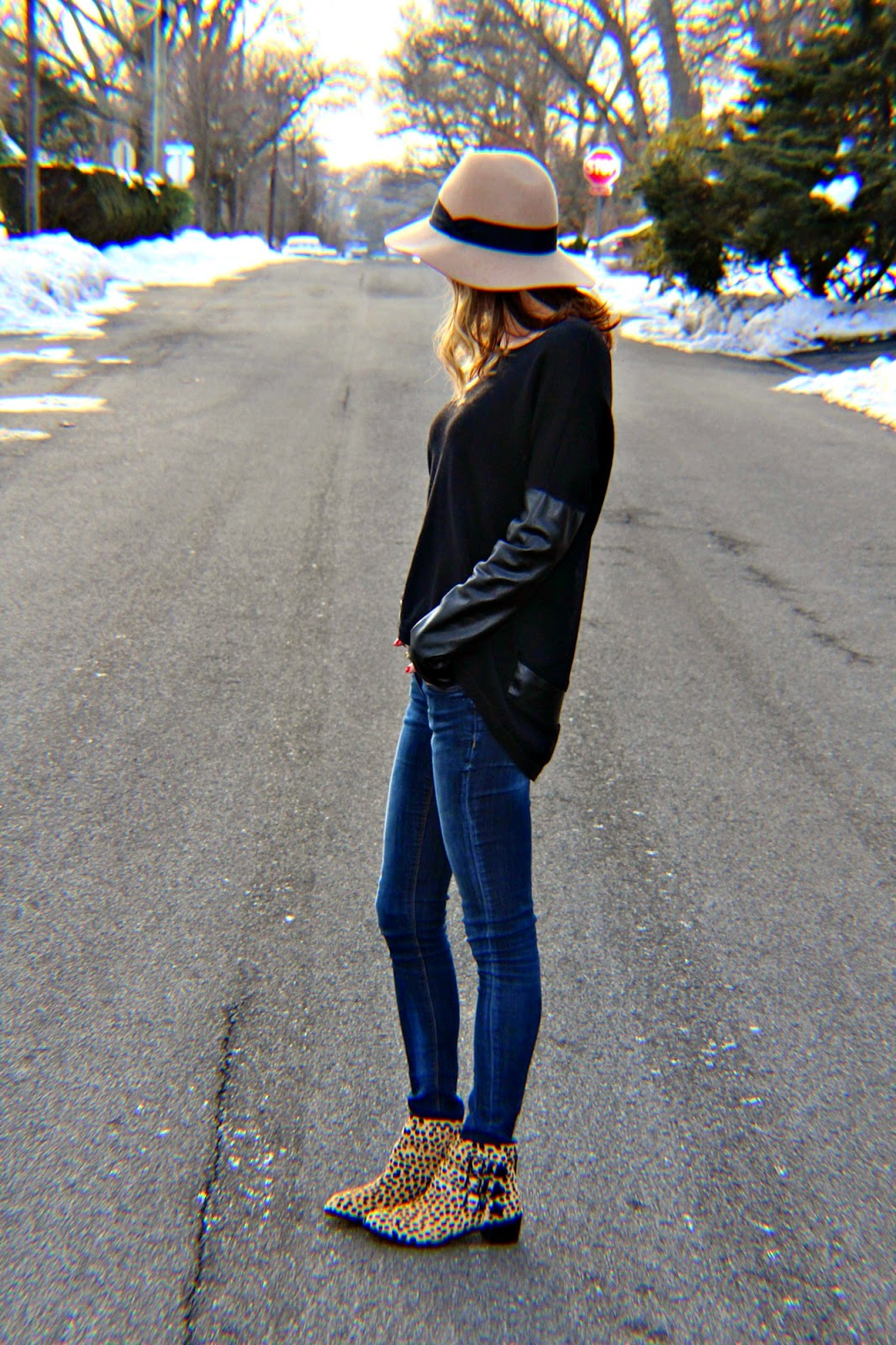 black oversized sweater outfit