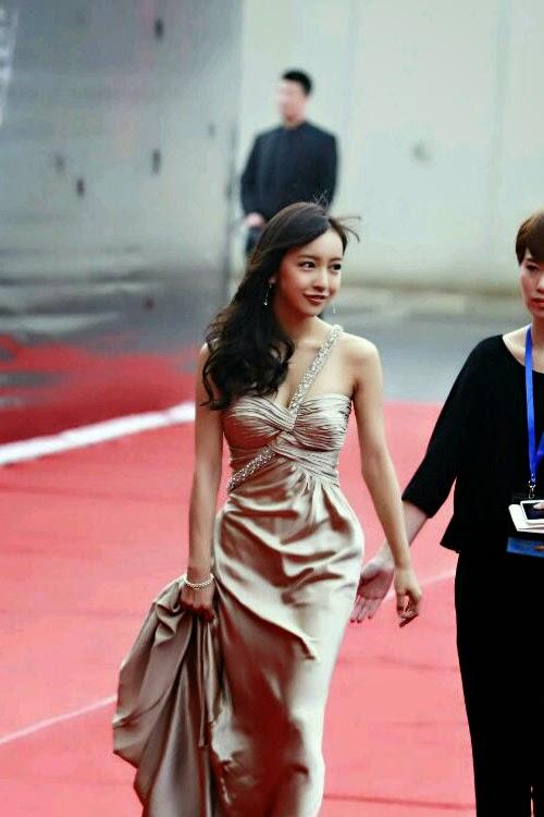 Itano-Tomomi-Pada-Acara-Award-Chart-V-Ke-3-di-Beijing