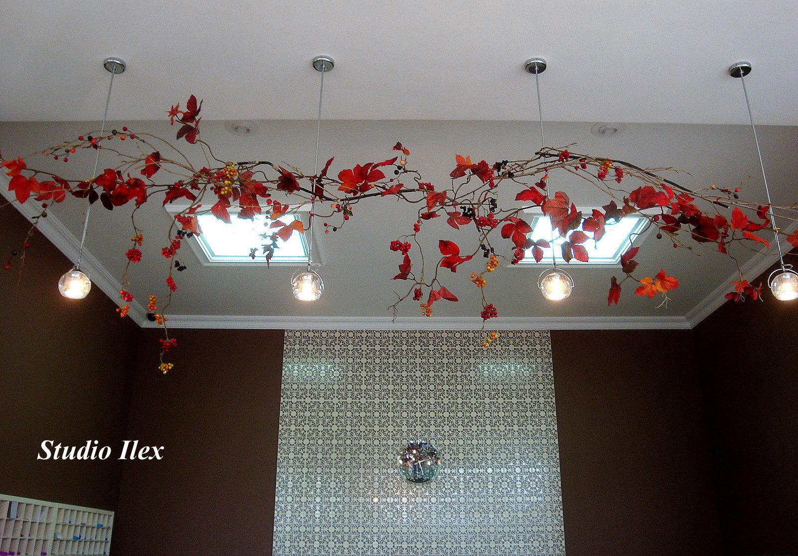 Декор потолка своими руками (38 фото обоями, тканью, и другие) 70