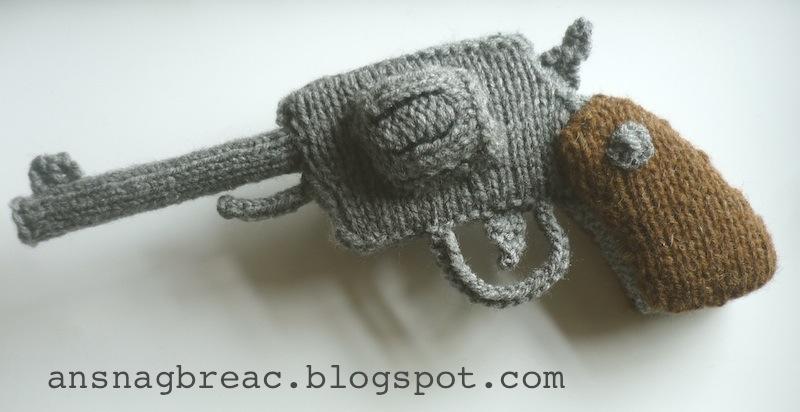 An Snag Breac Beo Revolver Knitting Pattern